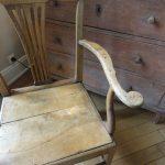 Elegant 18.th Century Armchair in Oakwood